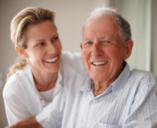 Идеальная сиделка для больного в пожилом возрасте